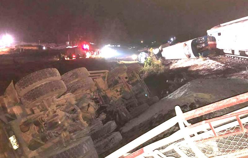 Hiện trường vụ tai nạn tàu lửa kinh hoàng ở Thanh Hóa - ảnh 1