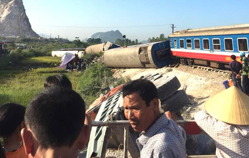 Hiện trường vụ tai nạn tàu lửa kinh hoàng ở Thanh Hóa - ảnh 2