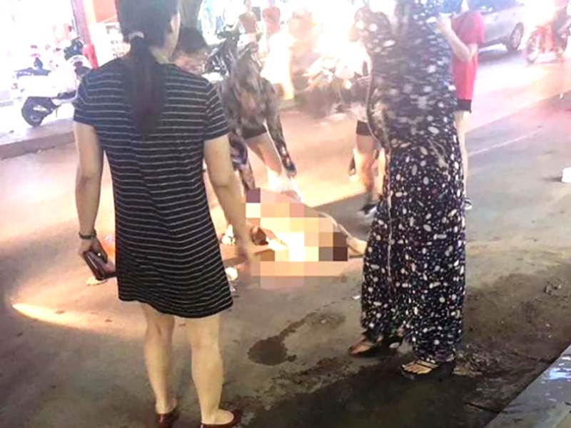Công an TP Thanh Hóa thông tin vụ cô gái bị lột đồ giữa phố - ảnh 1