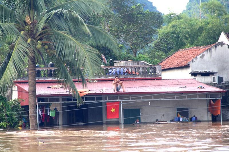 Lũ chia cắt, cô lập 10.000 hộ dân Thanh Hóa - ảnh 1