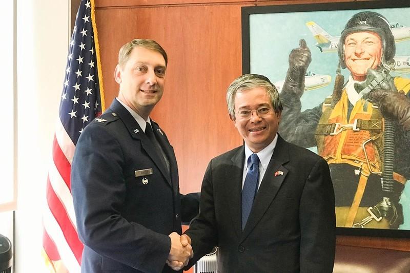 Đại sứ Việt Nam thăm Học viện Không quân Mỹ - ảnh 1