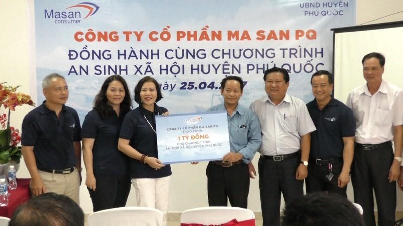 Trao học bổng cho học sinh nghèo Phú Quốc - ảnh 1