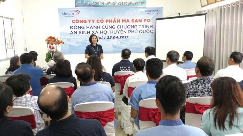 Trao học bổng cho học sinh nghèo Phú Quốc - ảnh 2