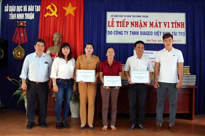 Diageo trao 108 máy tính cho học sinh nghèo Ninh Thuận - ảnh 1