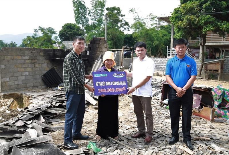 Vinamilk chung tay dựng nhà giúp dân vùng lũ - ảnh 3