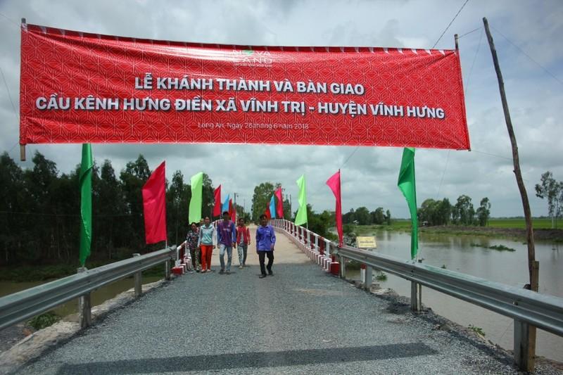 Nhịp cầu nối niềm vui người dân xã Vĩnh Trị, tỉnh Long An - ảnh 1