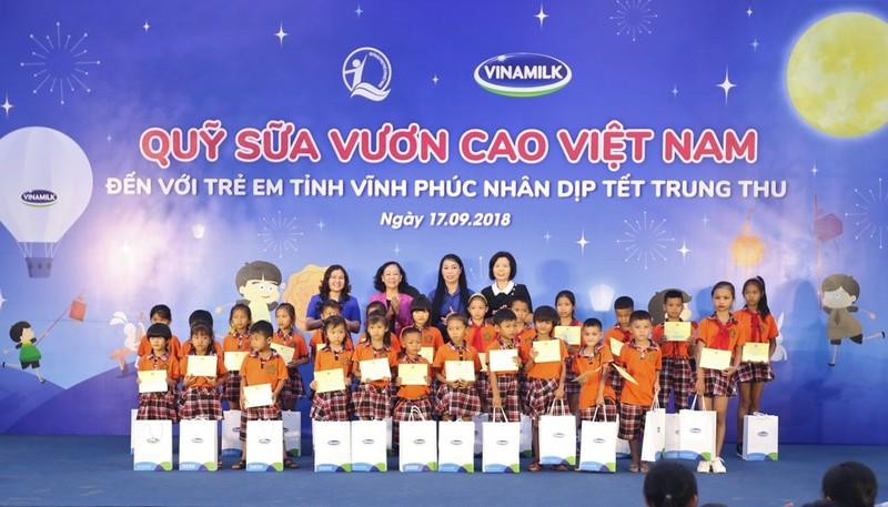 Vinamilk mang sữa cho trẻ em Vĩnh Phúc dịp Tết Trung thu - ảnh 2