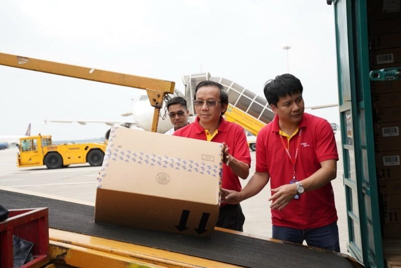 VietJet: Chuyến bay cứu trợ nạn nhân động đất đã tới Indonesia - ảnh 10
