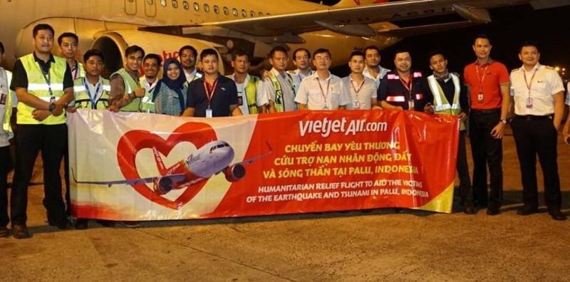 VietJet: Chuyến bay cứu trợ nạn nhân động đất đã tới Indonesia - ảnh 1