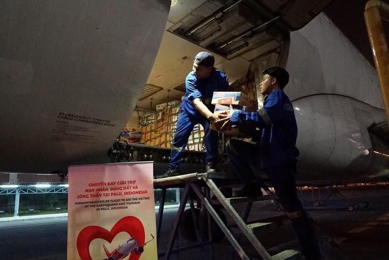 VietJet: Chuyến bay cứu trợ nạn nhân động đất đã tới Indonesia - ảnh 2