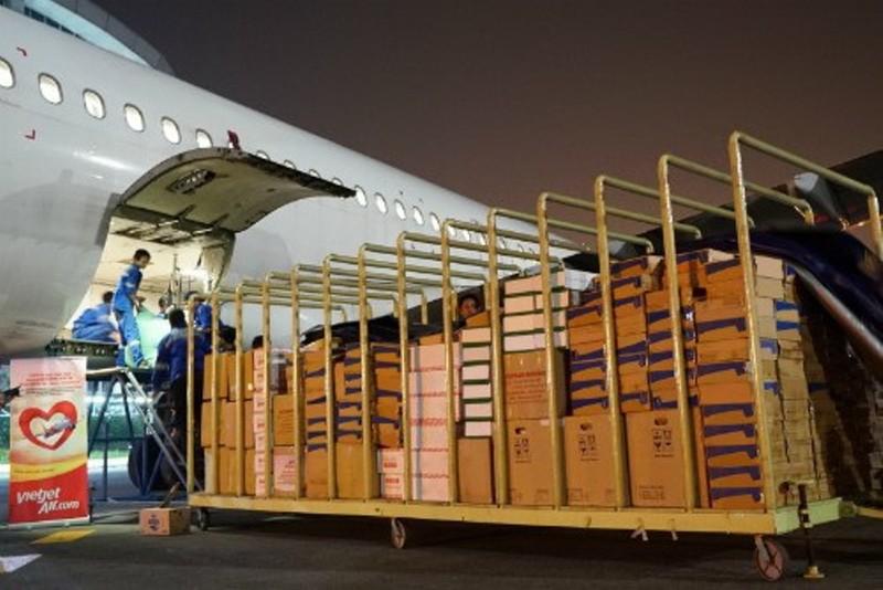 VietJet: Chuyến bay cứu trợ nạn nhân động đất đã tới Indonesia - ảnh 4