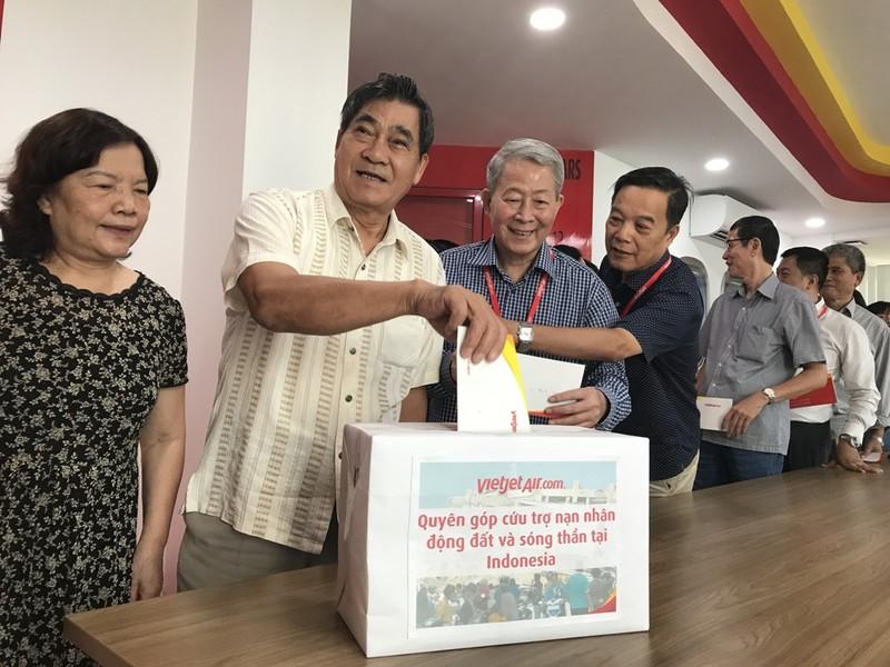 VietJet: Chuyến bay cứu trợ nạn nhân động đất đã tới Indonesia - ảnh 6