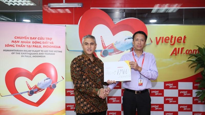VietJet: Chuyến bay cứu trợ nạn nhân động đất đã tới Indonesia - ảnh 7