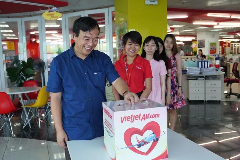 VietJet: Chuyến bay cứu trợ nạn nhân động đất đã tới Indonesia - ảnh 8
