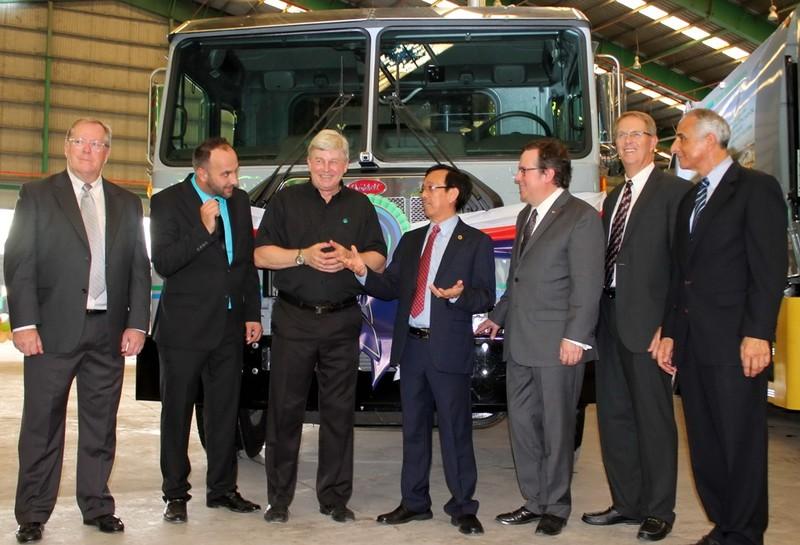 VWS tặng 6 xe chở rác của Mỹ cho TP.HCM, Long An, Kiên Giang  - ảnh 2