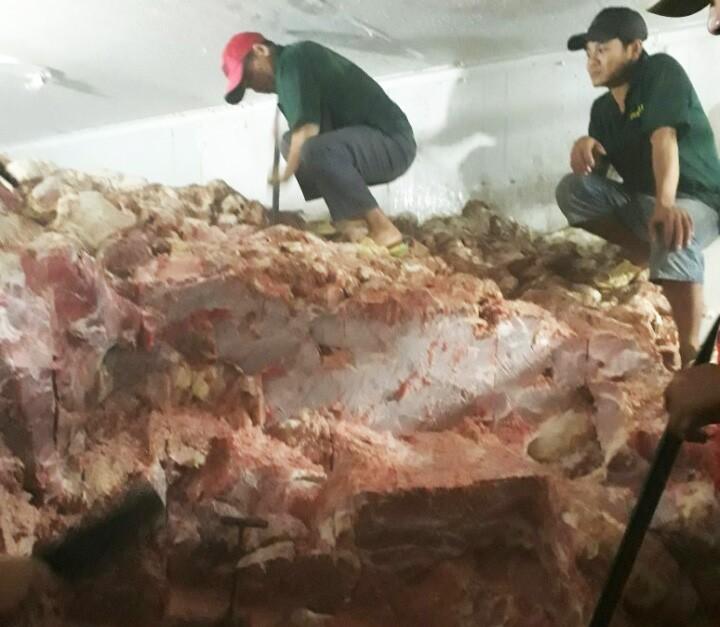 Hơn 30 tấn thịt heo không nguồn gốc suýt ra thị trường - ảnh 1