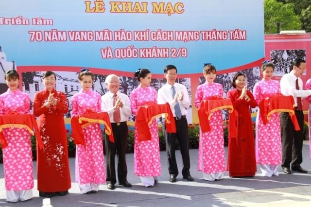 Triển lãm 80 bức ảnh và tư liệu quý tại phố đi bộ Nguyễn Huệ - ảnh 2