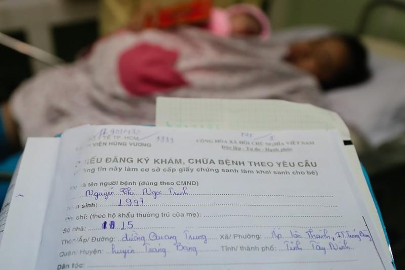 TP.HCM chào đón công dân nhí đầu tiên của năm Đinh Dậu - ảnh 3