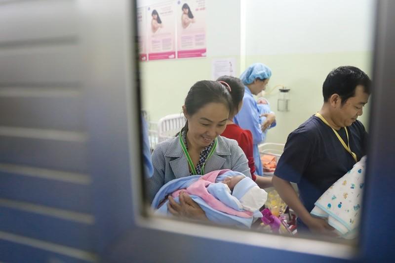 TP.HCM chào đón công dân nhí đầu tiên của năm Đinh Dậu - ảnh 8