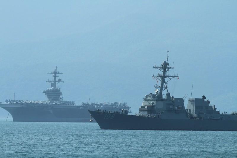Uy lực 2 chiến hạm hộ tống tàu sân bay Mỹ đến Đà Nẵng - ảnh 4
