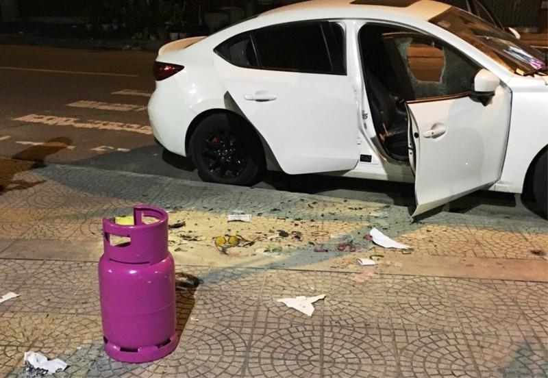 Đập phá ô tô, cướp xe máy sau khi rời quán bar - ảnh 2