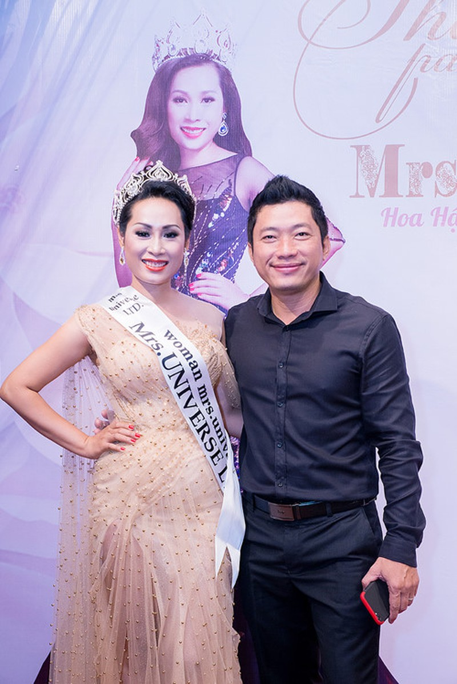 Diễn viên Kinh Quốc cùng vợ đại gia chúc mừng Hạnh Lê - ảnh 2
