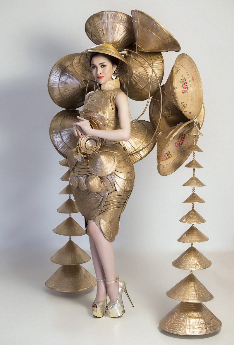 Người đẹp Việt mang nón lá 25kg thi hoa hậu du lịch sinh thái  - ảnh 4
