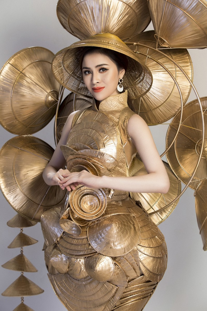 Người đẹp Việt mang nón lá 25kg thi hoa hậu du lịch sinh thái  - ảnh 3