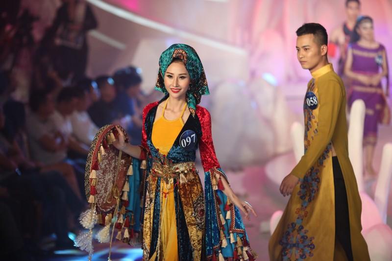 Á khôi mồ côi cha mẹ đại diện VN thi Miss Asia World - ảnh 3
