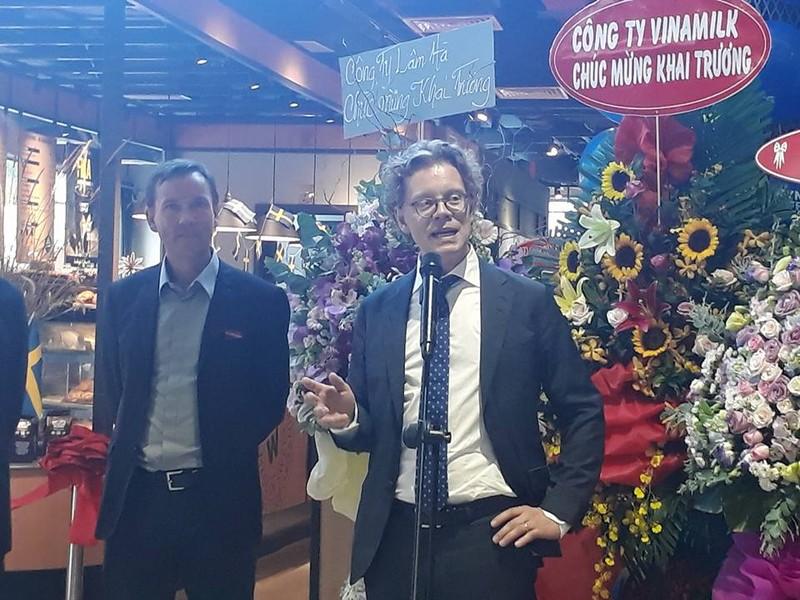 Đại sứ Thụy Điển giới thiệu văn hóa... nghỉ giải lao - ảnh 1