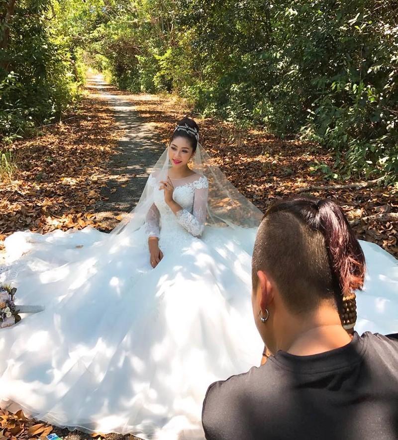 Hoa hậu trả vương miện Đặng Thu Thảo lên xe hoa - ảnh 8