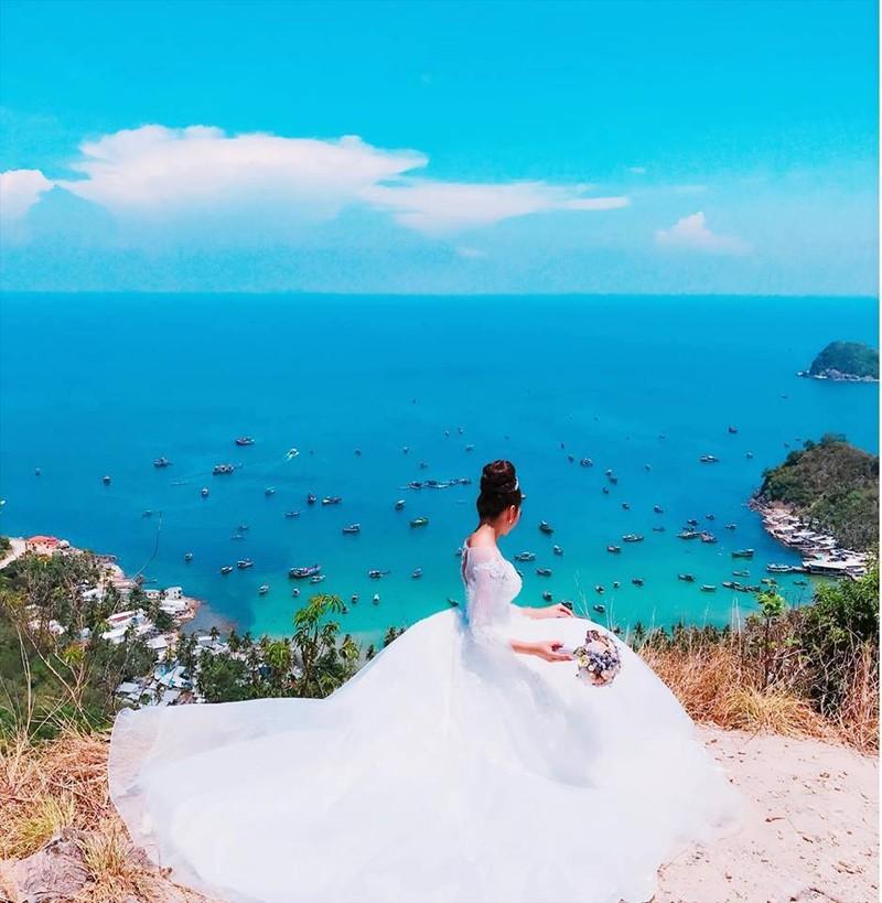Hoa hậu trả vương miện Đặng Thu Thảo lên xe hoa - ảnh 4