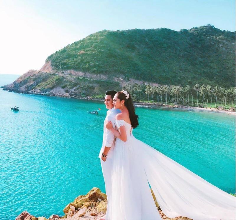 Hoa hậu trả vương miện Đặng Thu Thảo lên xe hoa - ảnh 6