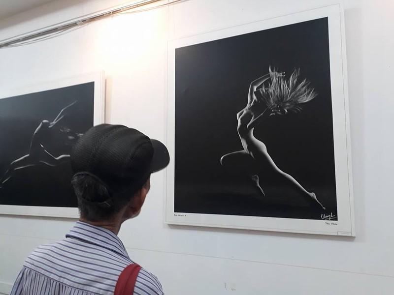 Cận cảnh triển lãm ảnh khỏa thân của nghệ sĩ Thái Phiên - ảnh 4