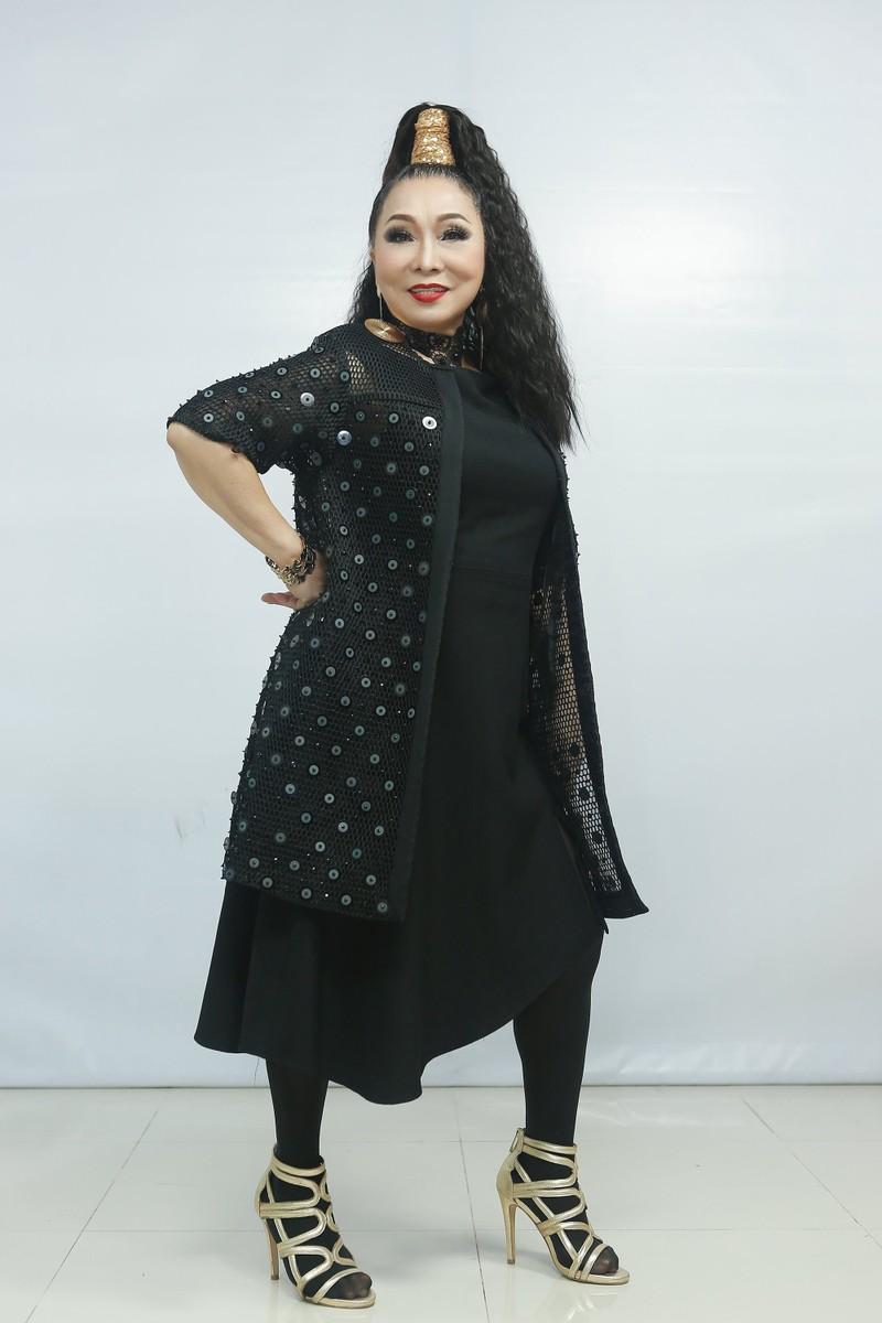 Nghệ sĩ Bạch Tuyết hát rock, hát Em gái mưa trên ghế nóng  - ảnh 1