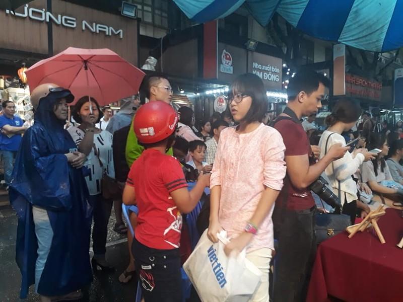 Khán giả đội mưa dự ra mắt sách về ông Park Hang Seo - ảnh 3