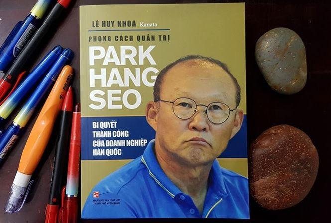Khán giả đội mưa dự ra mắt sách về ông Park Hang Seo - ảnh 2