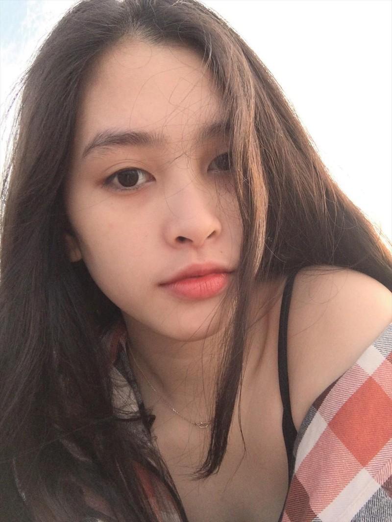 Ngắm mặt mộc xinh đẹp, đời thường của tân Hoa hậu 2018 - ảnh 1
