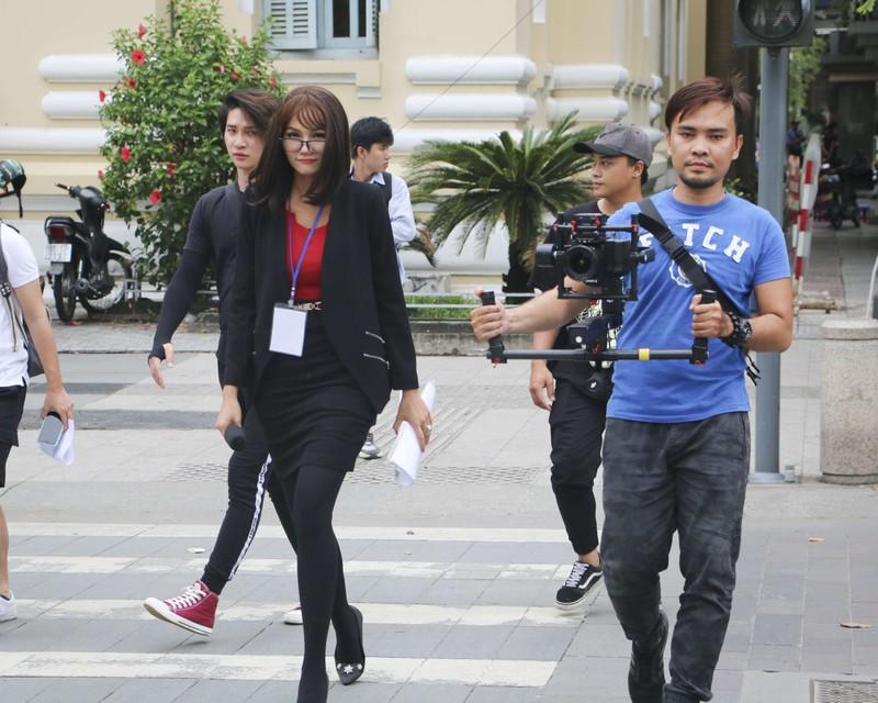 Khi Hoa hậu H'Hen Niê cải trang xuống phố - ảnh 4