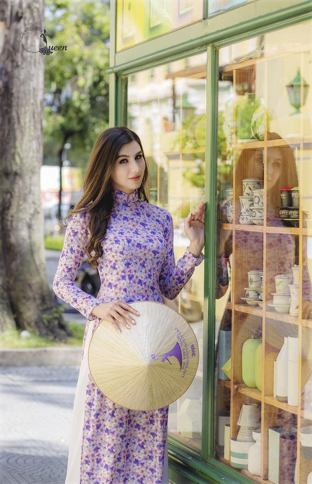 Hoa hậu Pháp diện áo dài, nón lá trên phố Sài Gòn - ảnh 2