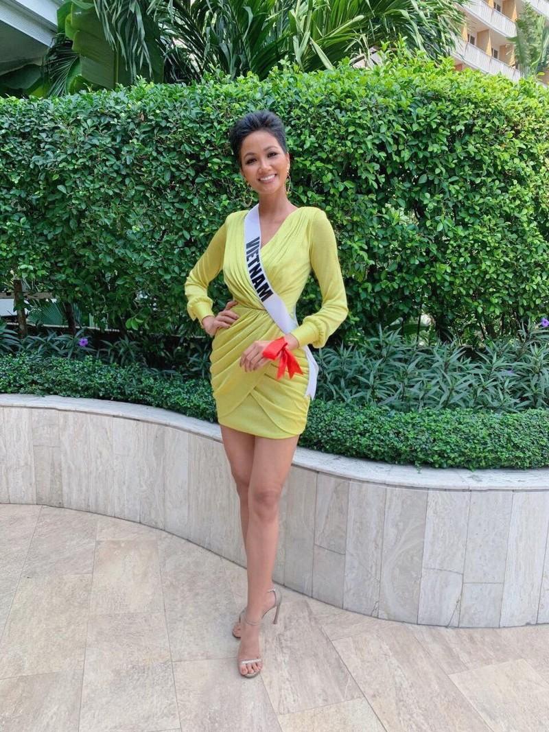 H'Hen Niê gây chú ý tại Miss Universe với dải băng đỏ trên tay - ảnh 5