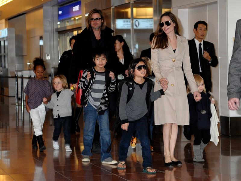 Cặp đôi Angelina Jolie – Brad Pitt và các con trong một lần xuất hiện cùng nhau