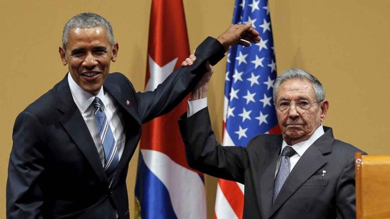 Tổng thống Barack Obama (trái) gặp Chủ tịch Cuba Raul Castro trong chuyến thăm Cuba tháng 3-2016.