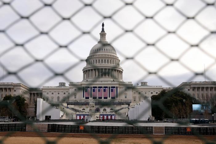 Tòa nhà Quốc hội Mỹ ở Washington ngày 19-1, nơi sẽ diễn ra lễ nhậm chức tổng thống của ông Donald Trump ngày 20-1. Ảnh: REUTERS