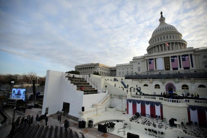 Công tác chuẩn bị cho lễ nhậm chức tổng thống của ông Donald Trump ở tòa nhà Quốc hội Mỹ ở Washington diễn ra khẩn trương ngày 19-1. Ảnh: REUTER