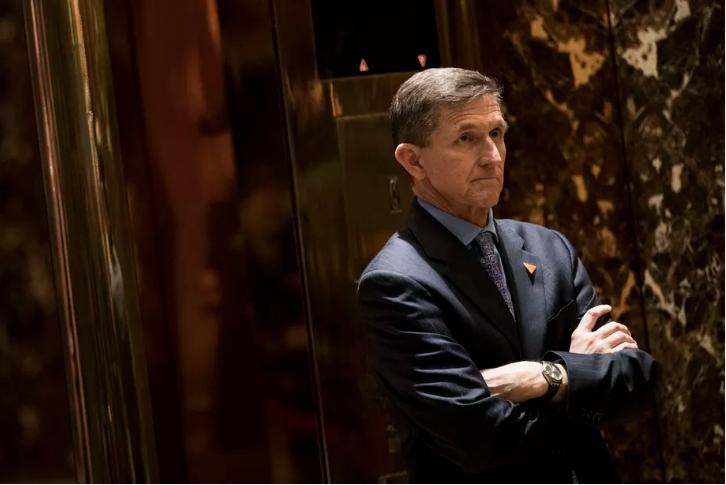 Ông Michael Flynn chờ thang máy tại cao ốc Trump Tower ở New York (Mỹ) ngày 12-12-2016. Ảnh: GETTY IMAGES