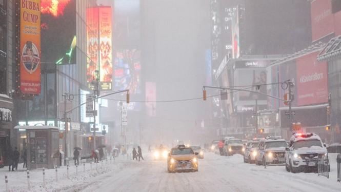 Tuyết phủ đường phố New York ngày 13-3. Ảnh: AFP
