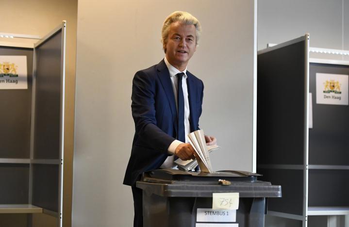 Ông Geert Wilder tại điểm bỏ phiếu ngày 15-3. Ảnh: REUTERS