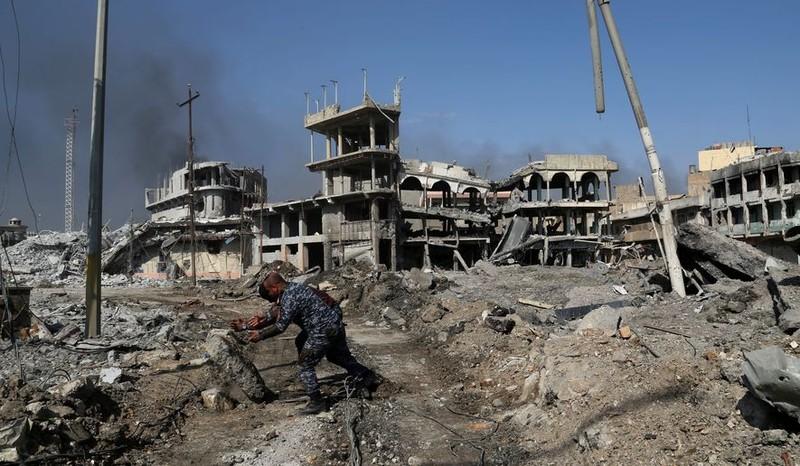 Quân đội Iraq đang dần chiếm lại TP Mosul từ IS. Ảnh: AP