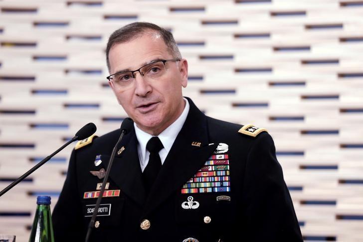 Tướng Curtis Scaparrotti, Tư lệnh tối cao quân đội NATO trong một cuộc họp báo tại Estonia ngày 14-3. Ảnh: REUTERS